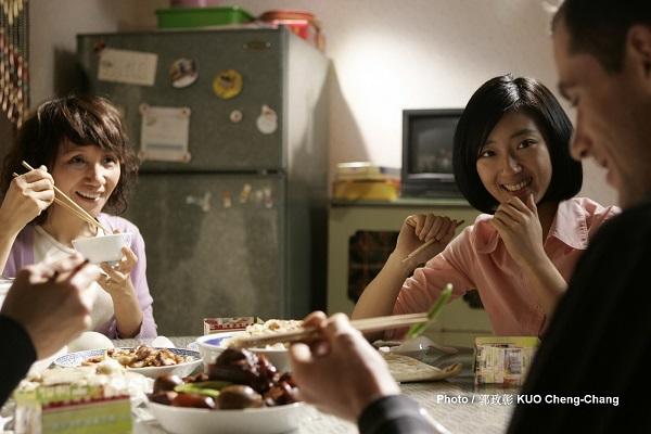 他們就有機會參加法國電視台舉辦的「世界最有趣家庭選拔賽」。