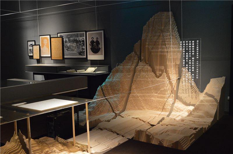 展示設計呈現地圖上的景觀-清代臺灣地圖上土牛溝意象