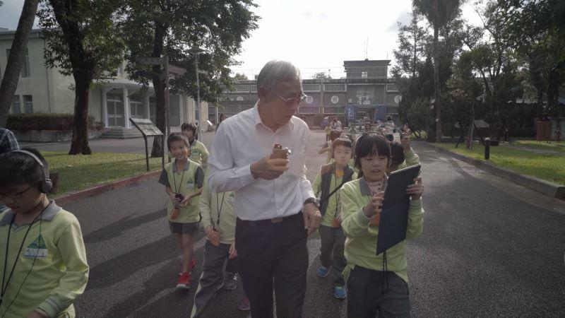 《人權路上》影片截圖04主角之一陳欽生前輩