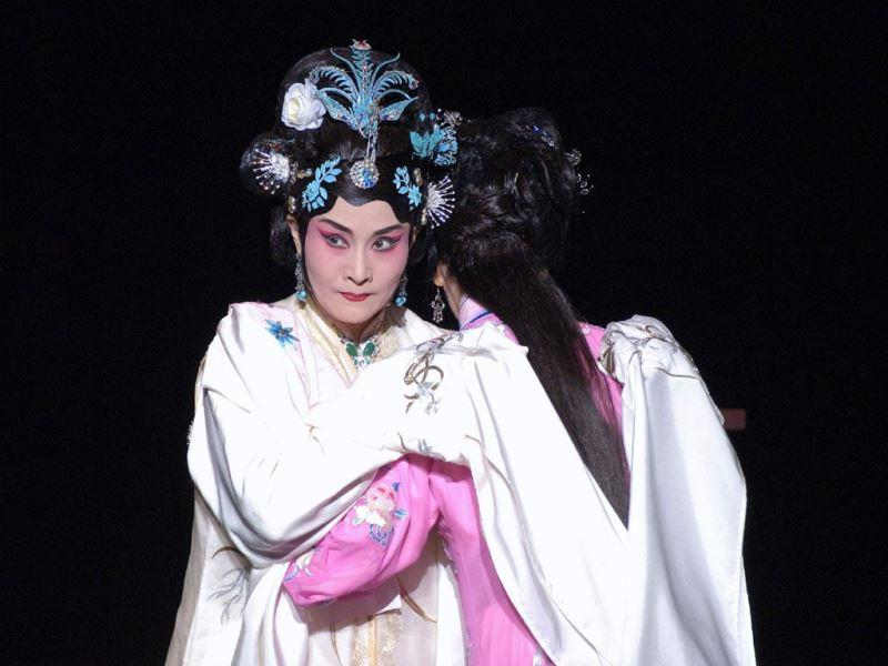 魏海敏(左)在劇中飾演機關算盡的王熙鳳(照片:國光劇團提供)