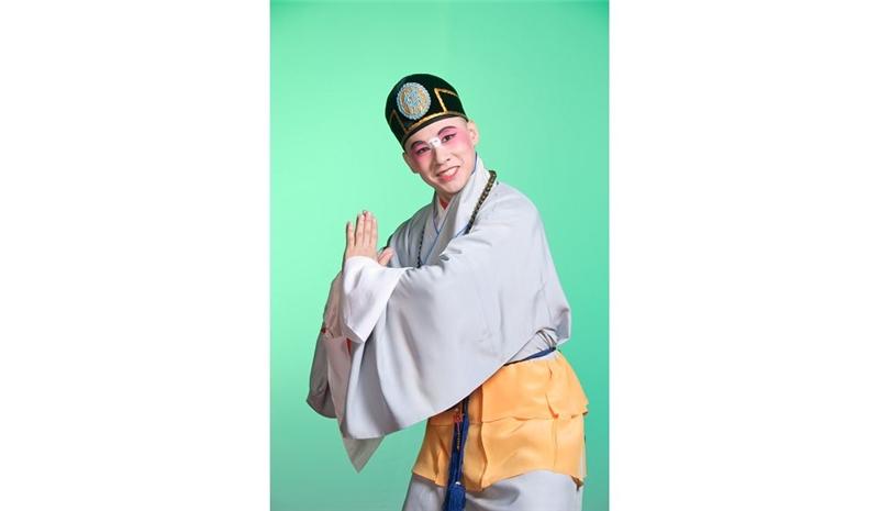 《下山》青年丑角陳元鴻演出逃出空門的小和尚本無。