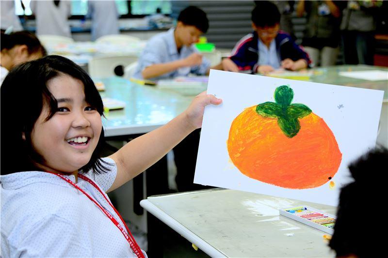 有學習障礙的學生,一樣可以在藝術創作的過程中得到自我表 達的成就感,並且在本活動中獲得肯定與接納。(照片)