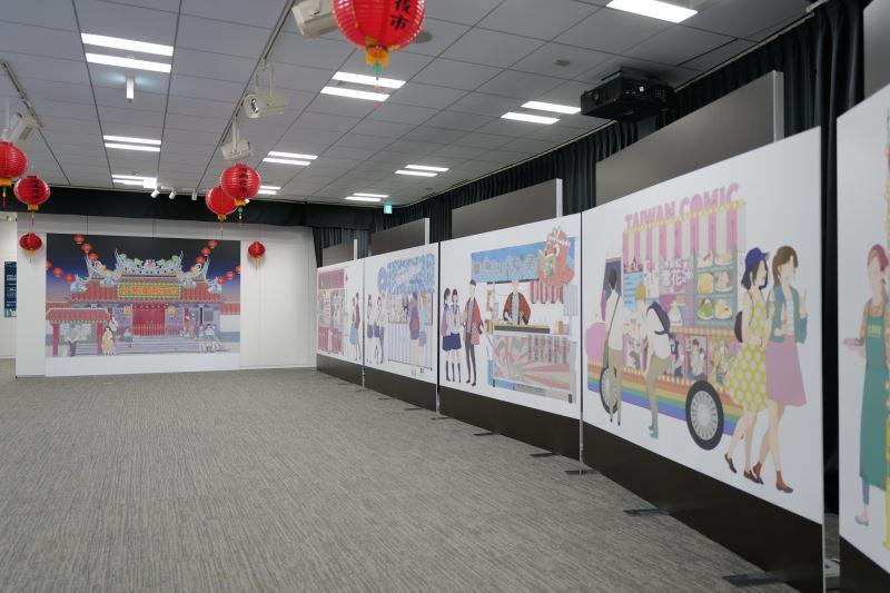 臺灣漫畫家左萱為本次展覽繪製臺灣漫畫夜市看版供民眾合影留念