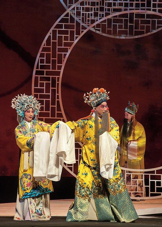 《水袖與胭脂》演出照片。(溫宇航 飾 唐明皇,陳美蘭 飾 楊貴妃)(2013)