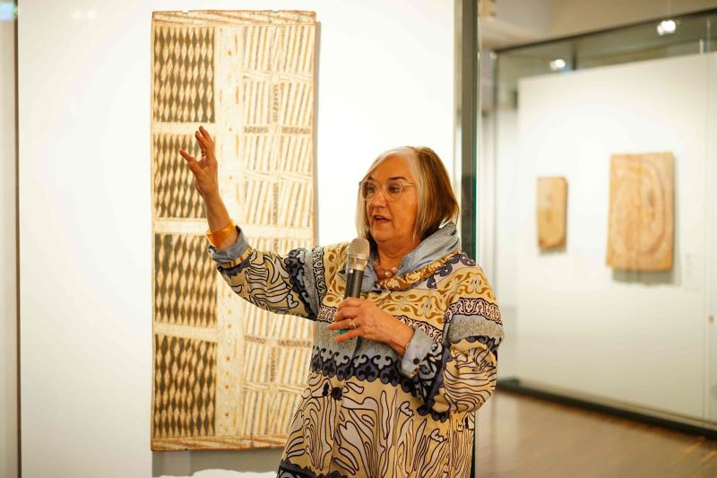 "Margo Neale, senior research fellow of the National Museum of Australia, gives a guided tour of the ""Old Masters"" exhibition in Taipei."