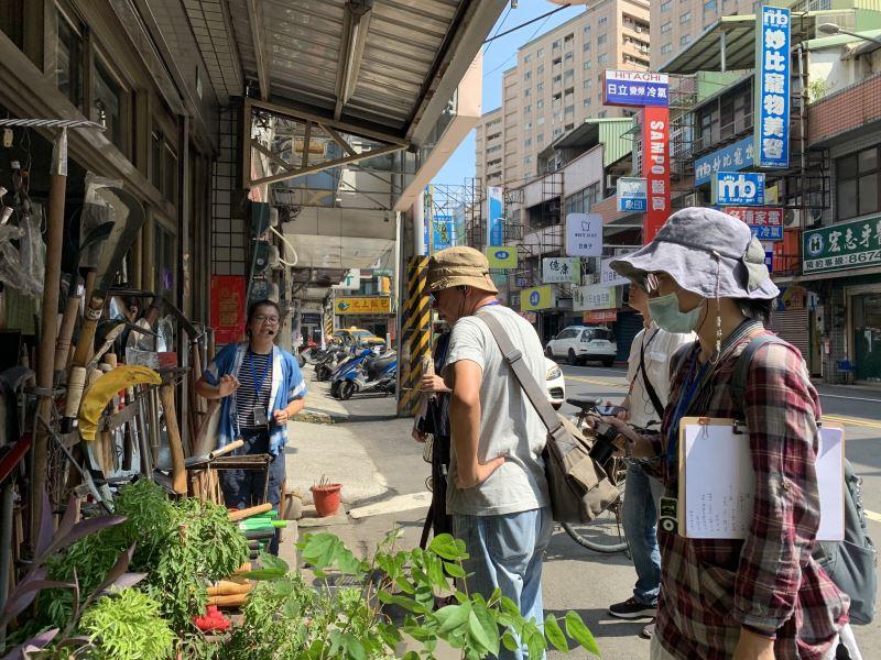 7月28日顧問團至三峽老街具百年歷史的萬發打鐵行踩線,打造廊帶遊程