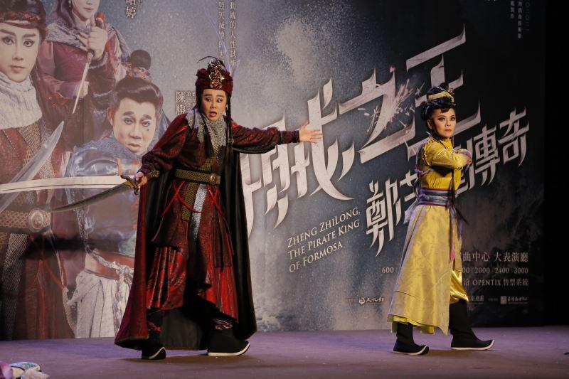 孫翠鳳與鄭雅升演出鄭芝龍與女海賊李好海上兒女的情恨糾葛