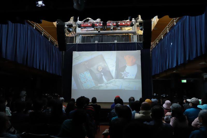 文化部長李永得與現場觀眾一同欣賞影音紀錄精華片段
