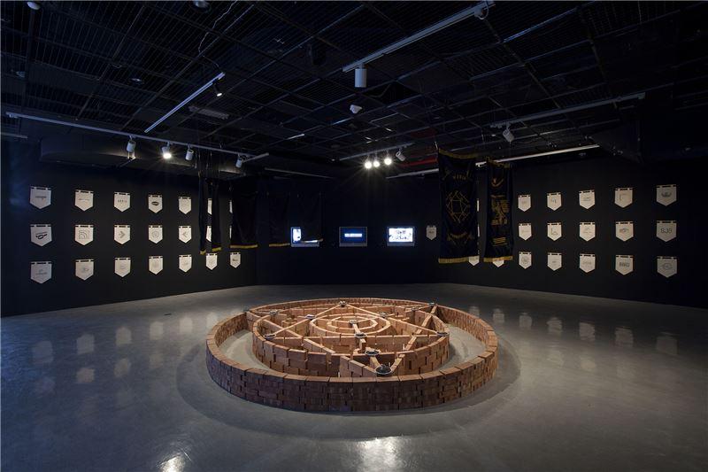 展場_加帝旺宜藝術工廠,〈超自然農業投資計劃〉,2017,現地表演及多媒體裝置。藝術家收藏。