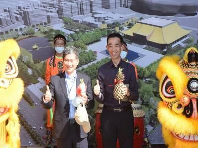 景觀工程開工度土典禮_文化部長李永得與王蘭生館長祝福好彩頭。