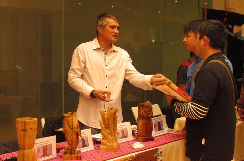 「花蓮縣光復鄉原鄉文創商品微型計畫」為強化產業環境、培育在地的工藝人才、提升工藝技巧及活絡社區內原住民文化