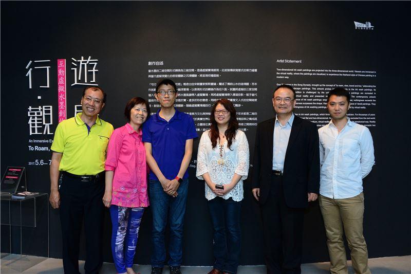 國美館蕭宗煌館長(右2),曾鈺涓(右3),洪小澎(右1),周冠廷(右4)及貴賓合影