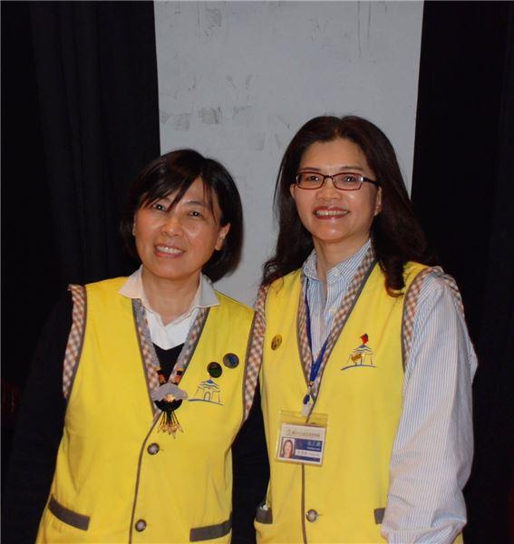 我們的服務人員穿著黃色背心(照片)