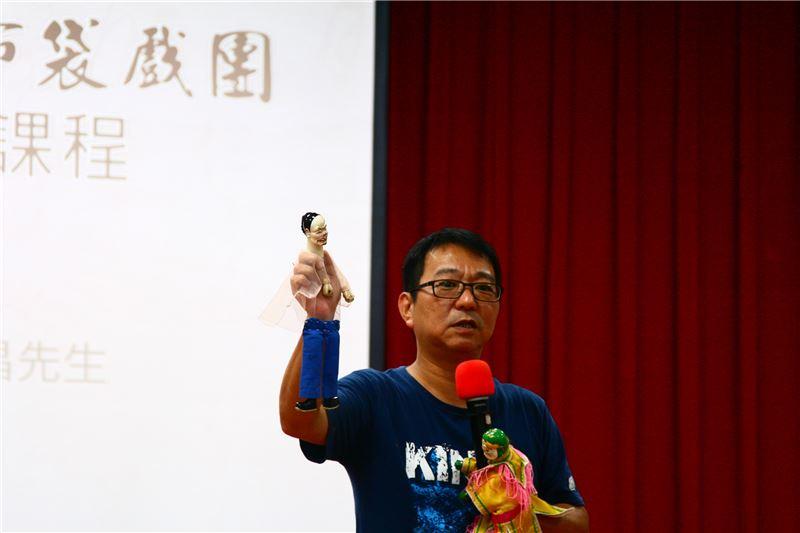團長吳榮昌先生為陳錫煌藝師第一屆傳習結業藝生,其傳統基本功紮實