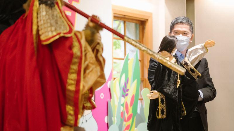 金鷹閣電視木偶劇團演出布袋戲劇目:《大話西遊—鬧天宮》與文化部長李永得互動表演