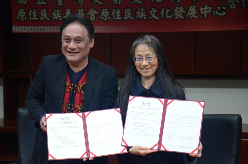 史前館李玉芬館長與原發中心曾智勇主任共同簽署合作協議