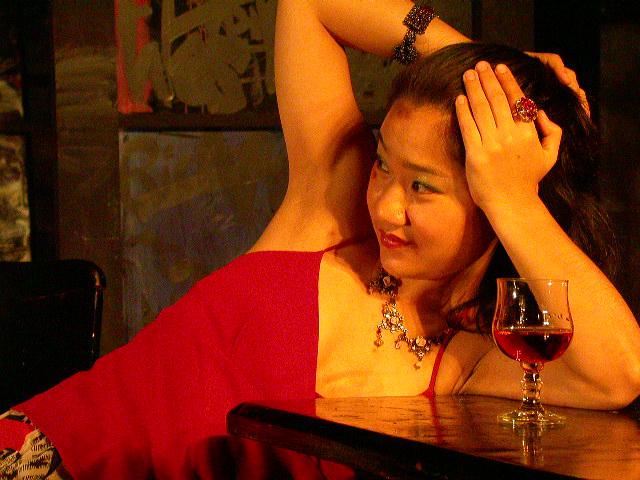 小劇場在台灣的處境:觀眾少,經營困難,收入也微薄。劇場人雖可以不顧或反叛社會期待,但仍必須面對家庭壓力一一無論來自原生家庭、或來自未來成家的希望。結果,劇場反而提供了一個帶有公社氣息或工作坊形態的、另類的家。此外,這部片乍看只追問「藝術與人生」、「劇場與生活」、「貧窮藝術家」這類永恆、普遍的議題,但片名「台北」二字的當地性和特殊性,表現在片中不少當時台北知名的文藝地點:小酒吧45、華山酒廠變身而成的倉庫劇場、水源市場一帶即將拆除的廢墟風格老國宅。這些地點,在這部片中,也一一成了劇場。