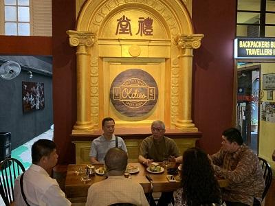 梁永斐館長於雪隆雜貨行進行座談。