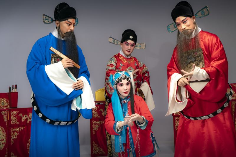 《三堂會審》左起盛鑑飾劉秉義、王耀星飾蘇三、溫宇航飾王金龍、王逸蛟飾潘必正