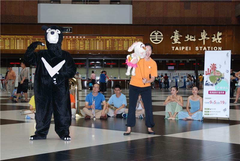 偶偶偶劇團由野狼兔子AMIGO的主角帶來即興表演