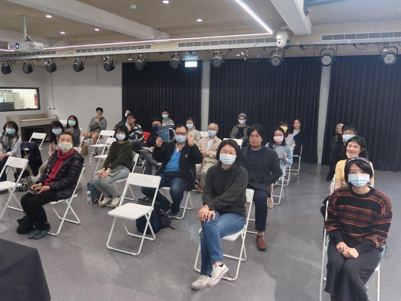 1100123光的闇影新書分享講座#人權學習中心一樓-全體合影