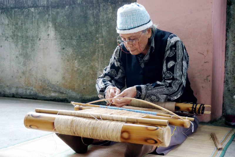 噶瑪蘭族ni_tenunan_tu_benina香蕉絲織布保存者-嚴玉英