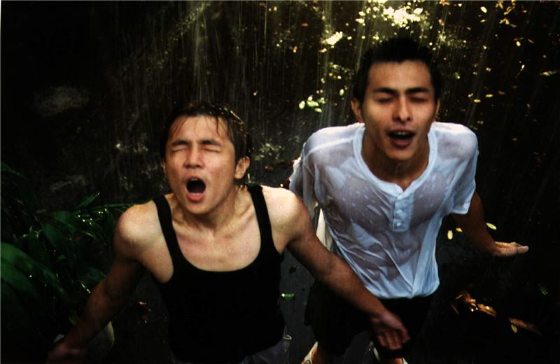 Hsiao-Wei and A-Chieh are cousins who stick together through thick and thin, having grown up together in a multilingual Hakka military dependents' village. A-Chieh is hot-tempered and impulsive, while Hsiao-Wei is sullen and quiet. They love running out into the village courtyard during the pouring rain and exploring long alleyways.
