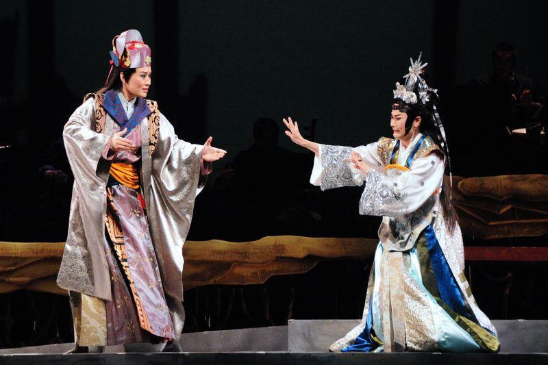 劉建華在《量.度》中跳脫豫劇固有的表演程式,藉此表現腳色對女性的藐視。