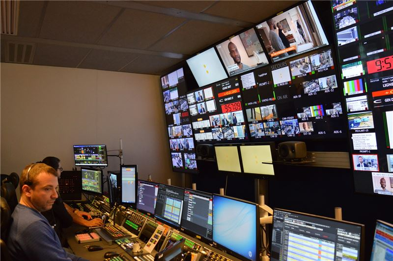 「法國國營電視集團」經營的經費多數來自於稅捐,因此會特別製播商業電視台所看不到的節目,如紀錄片等。