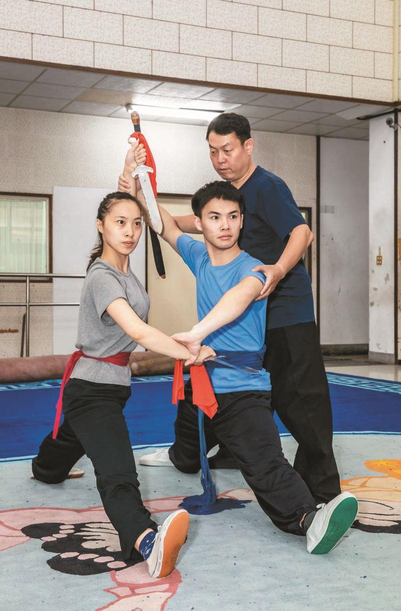 學員在老師指導之下練習。
