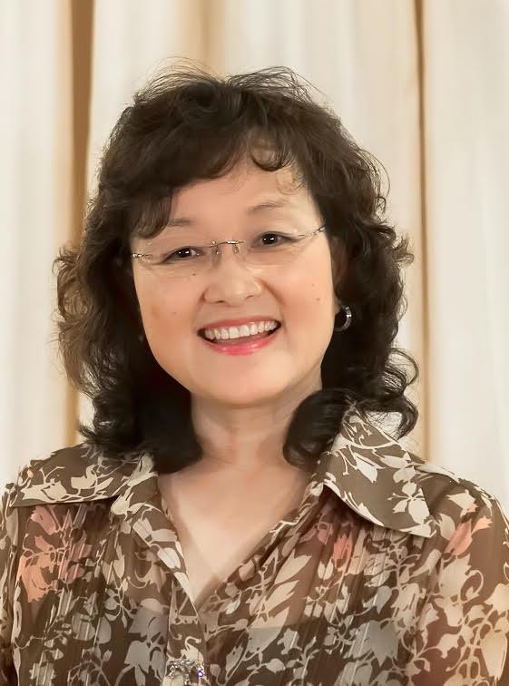 Vocalist Li-Chan Chen-Maxham.