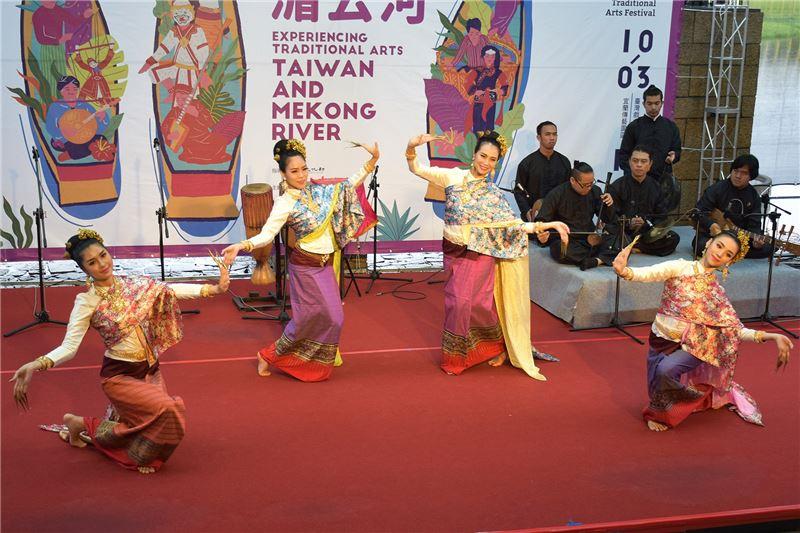 泰國泰美好南風藝術團演出指甲舞