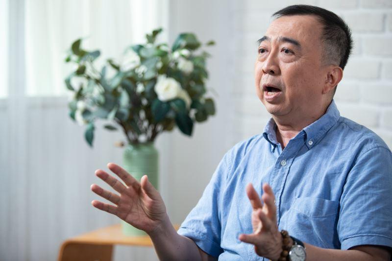 劇作家王友輝訪談間透露自己的文字創作都是慢慢累積而來。