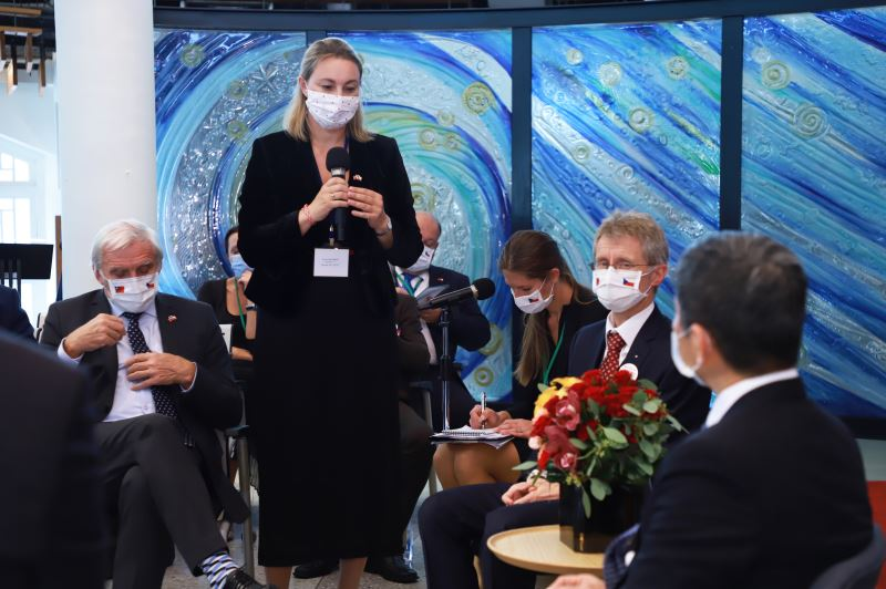 布拉格愛樂樂團總監卡利斯多娃(Kateřina Kalistová)提到布拉格愛樂將於明年來臺演出,並邀請臺灣樂團赴捷演出。