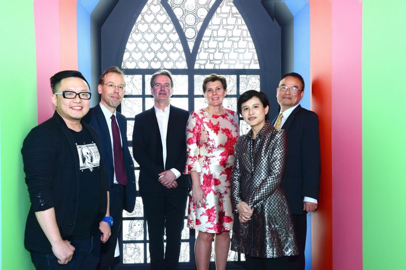 From left to right: Taiwan artist Wang Chien-yang; Rik Van Droogenbroeck , director of Belgian Office, Taipei; curator Pierre-Yves Desaive, Colette Janssen, chief administrator office of the Royal Museums of Fine Arts of Belgium; Hsiao Tsung-huang, director of the National Taiwan Museum of Fine Arts; and Culture Minister Cheng Li-chiun.