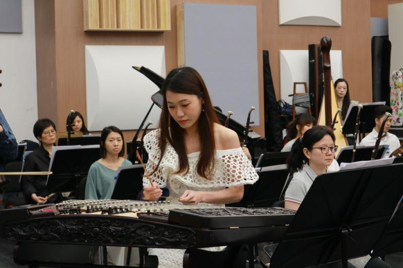 圖6-林明慧是臺灣國樂團現任樂團副首席、彈撥聲部長,揚琴演奏技巧精湛、樂團經驗豐富。