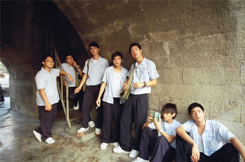 這部青春校園電影,描述九○年代七男二女於高三這一年的故事。如同所有高中男生,阿彥、小湯等七人結成團夥,一同翹課、在新竹四處閒晃鬼混、玩電動打撞球吃夜市、到球場替那些年熱鬧滾滾的職棒球賽加油。