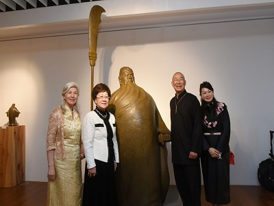 Group photo with Guan Yu Bronze Sculpture, from left, the artist Ms. Tsao Chin-Hsia, Former President Ms. Lu Hsiu-lien, and the artist Prof. Wang Hsiu-Chi.