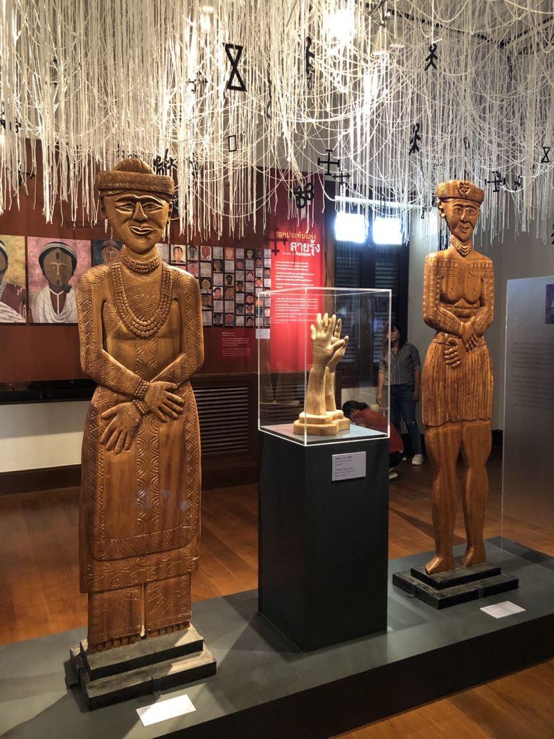 臺博館典藏排灣族木雕赴泰展出,中央為手文紋飾