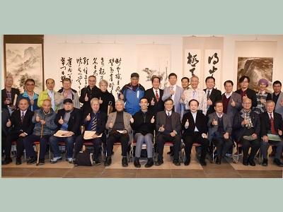 2nd from left, front row: calligrapher Mr. Tseng An-tian, Chair of Department of Painting and Calligraphy Arts, NTUA, Prof. Lee Zong-ren, Honorary Chairman of Central Taiwan Fine Arts Association, Prof. Ni Chao-lung, Honorary Prof. Jiang Ming-xian of NTNU, Director-general of National Dr. Sun Yat-sen Memorial Hall, Wang Lan-sheng, artist Prof. Lin Jin-jung, President Chen Chih-cheng of NTUA, Former President Wang Ming-xian of NTUA, Chair Prof. Liao Shiau-ping of NTNU, and Honorary Prof. Su Feng-nan of NTUA.