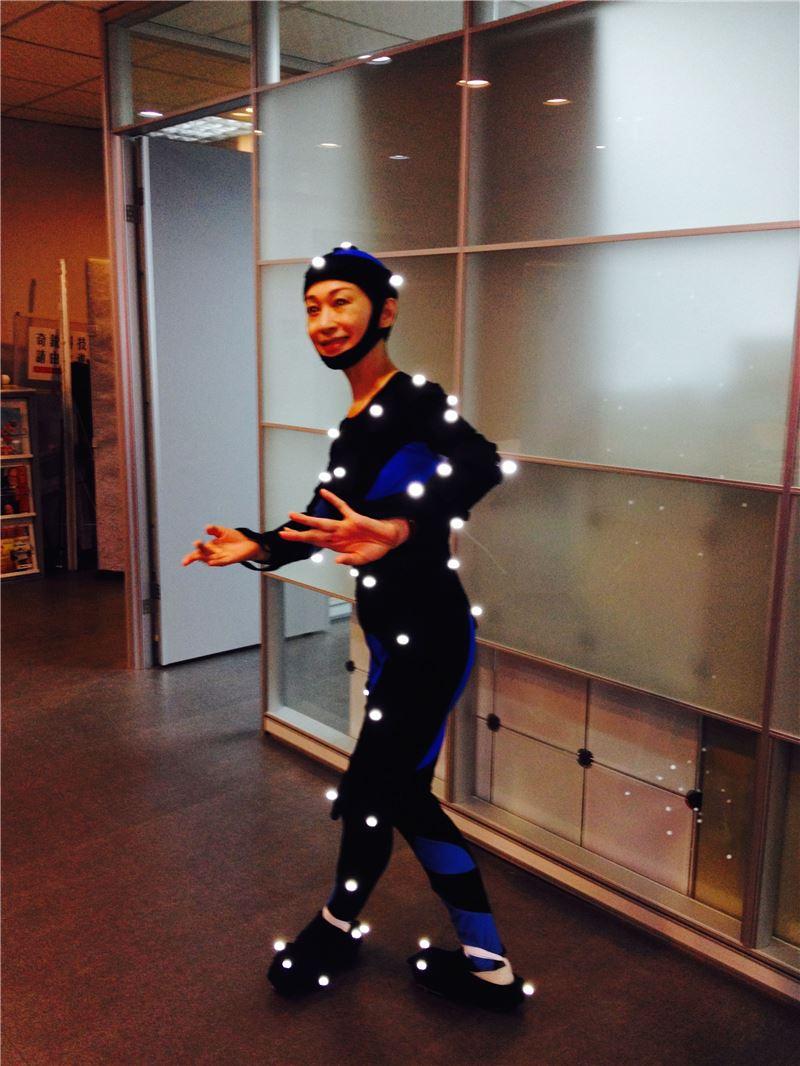 【演員身段培訓自動化教學系統】動態擷取過程,擷取對象朱勝麗老師穿上動態擷取服裝。