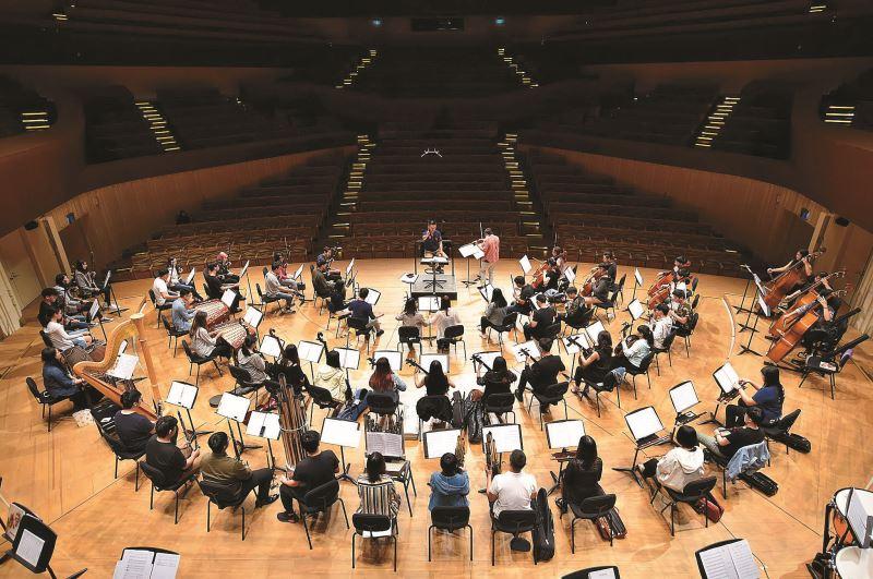 2019年台灣愛樂民族管樂團在《山地印象》音樂會上與知名小提琴家林昭亮合作。