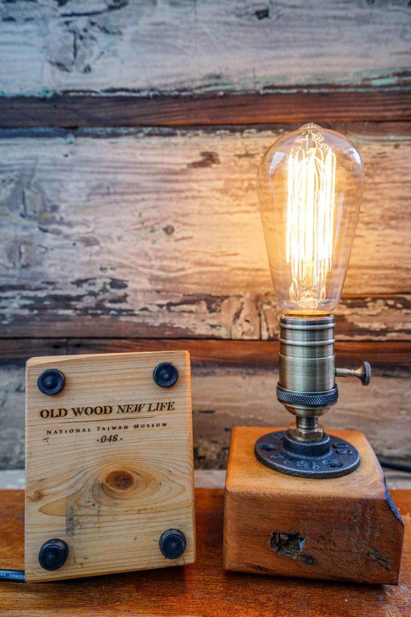 鐵道部舊木料燈座