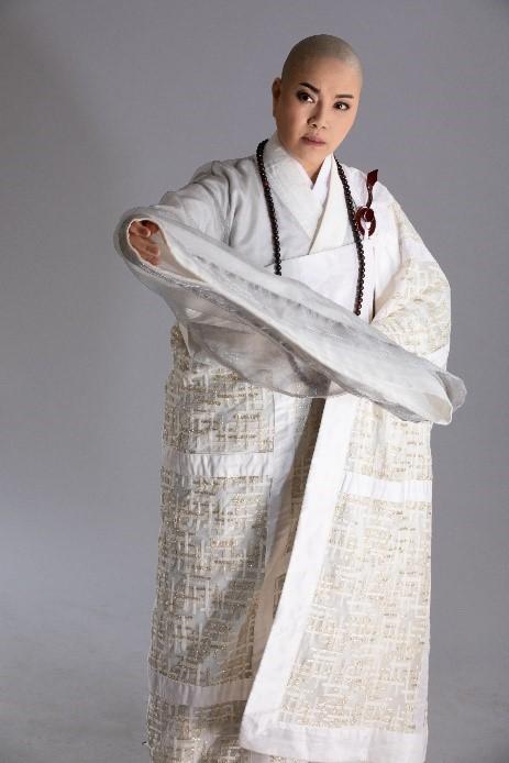唐美雲在《千年渡.白蛇》中對「永遠的反派」─法海有新的塑造(照片:唐美雲歌仔戲團提供) (1)