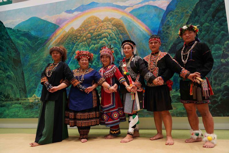 舞團「原舞者」於記者會上表演〈南王部落〉