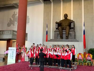 The volunteer chorus of National Dr. Sun Yat-sen Memorial Hall sang.