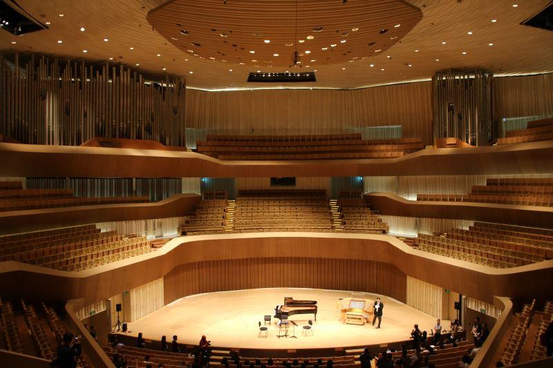 衛武營音樂廳採全臺獨一無二的葡萄園式座席設計,讓不同高度位置的觀眾,同樣享受到最佳的聲音及視野。