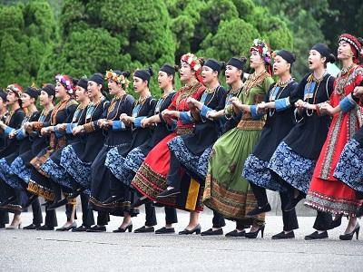 紀念國父誕辰154週年「多元共榮_E起愛」系列活動新生醫專原住民舞蹈表演.