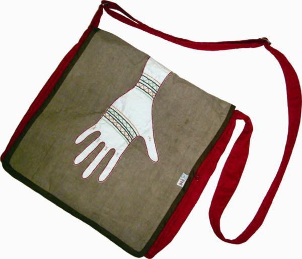 彭春林老師結合在地婦女創新設計之背包