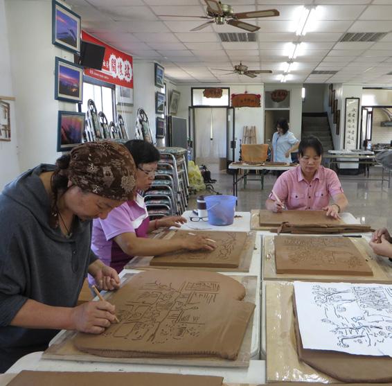 農村微型工藝產業培力計畫,藉由文學閱讀與柴窯陶藝技術的訓練課程,鼓勵村庄的青壯年都參與